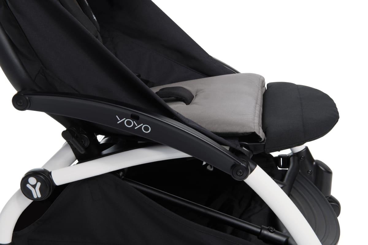 Repose-jambes pour poussette Yoyo + Babyzen installé